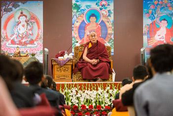 Далай-лама встретился в Дели со школьниками и начал учения по произведению Нагарджуны «Коренные строфы о срединности»