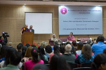 В Дели состоялся первый день конференции «Наука, нравственность и образование» с участием Далай-ламы