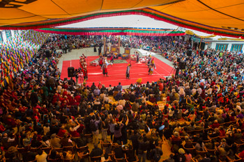 Далай-лама посетил открытие 20-го ежегодного фестиваля тибетской оперы в Дхарамсале