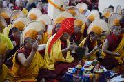 Мастер пения и старшие монахи читают молитвы во время молебна о долголетии Его Святейшества Далай-ламы. Дхарамсала, Индия. 4 марта 2015 г. Фото: Тензин Чойджор (офис ЕСДЛ)
