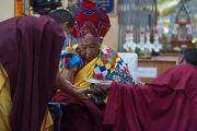 Таклунг Цетрул Ринпоче из школы ньингма участвует в молебне о долголетии Его Святейшества Далай-ламы. Дхарамсала, Индия. 4 марта 2015 г. Фото: Тензин Чойджор (офис ЕСДЛ)