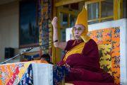 Его Святейшество Далай-лама читает молитвы по завершении учений по Джатакам. Дхарамсала, Индия. 5 марта 2015 г. Фото: Тензин Чойджор (офис ЕСДЛ)