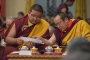 Джамгон Конгдрол Ринпоче и Тай Ситу Ринпоче обсуждают программу визита Его Святейшества Далай-ламы в монастырь Палпунг Шераблинг. Верхний Бхатту, штат Химачал-Прадеш, Индия. 11 марта 2015 г. Фото: Тензин Чойджор (офис ЕСДЛ)