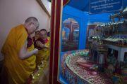 Его Святейшество Далай-лама в зале мандал в монастыре Палпунг Шераблинг. Верхний Бхатту, штат Химачал-Прадеш, Индия. 11 марта 2015 г. Фото: Тензин Чойджор (офис ЕСДЛ)