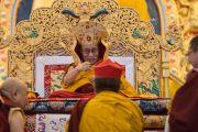 Во время молебна о долголетии Его Святейшества Далай-ламы в институте Лунгрик Джампеллинг в монастыре Палпунг Шераблинг. Верхний Бхатту, штат Химачал-Прадеш, Индия. 12 марта 2015 г. Фото: Тензин Чойджор (офис ЕСДЛ)