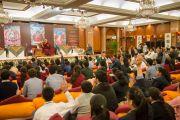 На встрече Его Святейшества Далай-ламы со школьниками и преподавателями, организованной Фондом всеобщей ответственности. Дели, Индия. 20 марта 2015 г. Фото: Тензин Чойджор (офис ЕСДЛ)