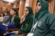 Некоторые из более 150 школьников, участвовавших в беседе с Его Святейшеством Далай-ламой. Дели, Индия. 20 марта 2015 г. Фото: Тензин Чойджор (офис ЕСДЛ)