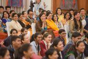 Во время встречи Его Святейшества Далай-ламы со школьниками и преподавателями. Дели, Индия. 20 марта 2015 г. Фото: Тензин Чойджор (офис ЕСДЛ)