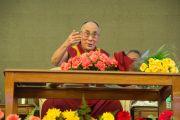 Его Святейшество Далай-лама отвечает на вопросы во время лекции в клубе Джимкхана. Дели, Индия. 23 марта 2015 г. Фото: Тензин Чойджор (офис ЕСДЛ)