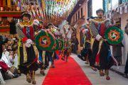 Выступление артистов Тибетского института театрального искусства (TIPA) во время открытия 20-го фестиваля тибетской оперы Шотон. Дхарамсала, Индия. 27 марта 2015 г. Фото: Тензин Чойджор (офис ЕСДЛ)
