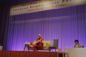 В Саппоро Далай-лама прочел публичную лекцию о всеобщей ответственности