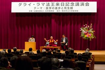 Далай-лама побеседовал с членами Японской ассоциации врачей