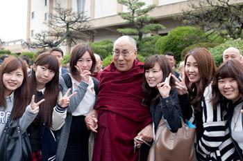 Далай-лама встретился со студентами университета Аичи Гакуен