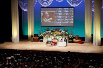 В Гифу Далай-лама ответил на вопросы журналистов и даровал учения