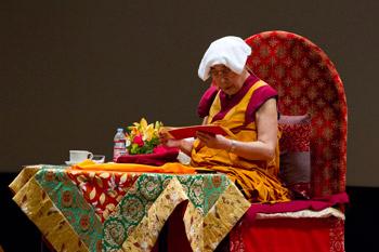 В Токио Далай-лама начал учения по «Сутре сердца» и сочинению Камалашилы «Комментарий к бодхичитте»