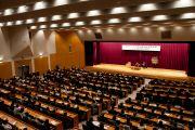 Его Святейшество Далай-лама на встрече с членами Японской ассоциации врачей. Токио, Япония. 4 апреля 2015 г. Фото: Тензин Джигме