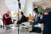 """Его Святейшество Далай-лама дает интервью журналу """"Сапио"""". Токио, Япония. 5 апреля 2015 г. Фото: Тензин Джигме"""