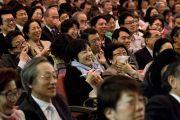 Некоторые из более 1100 человек, принимавших участие в экологическом форуме, посвященном обсуждению сохранения природы для будущих поколений. Токио, Япония. 6 апреля 2015 г. Фото: Тензин Джигме