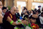 Его Святейшество Далай-ламу тепло встречают в гостинице в Токио, Япония. 11 апреля 2015 г. Фото: Тензин Джигме