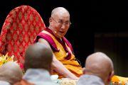 Утренняя сессия первого дня двухдневных учений Его Святейшества Далай-ламы в университете Шова. Токио, Япония. 12 апреля 2015 г. Фото: Тензин Джигме