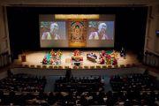 Вид на сцену во время первого дня учений Его Святейшества Далай-ламы в университете Шова. Токио, Япония. 12 апреля 2015 г. Фото: Тензин Джигме