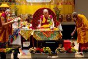 Его Святейшество Далай-лама дарует посвящение Авалокитешвары в университете Шова Джоси. Токио, Япония. 13 апреля 2015 г. Фото: Тензин Джигме