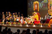 """Японские монахи читают """"Сутру сердца"""" в начале второго дня учений Его Святейшества Далай-ламы в университете Шова Джоси. Токио, Япония. 13 апреля 2015 г. Фото: Тензин Джигме"""