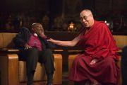Его Святейшество Далай-лама и архиепископ Десмонд Туту во время первой из нескольких запланированных бесед о радости, которые в дальнейшем будут изданы отдельной книгой. Дхарамсала, Индия. 18 апреля 2015 г. Фото: Тензин Чойджор (офис ЕСДЛ)