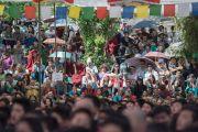 Во время выступления архиепископа Туту в Тибетской детской деревне. Дхарамсала, Индия. 23 апреля 2015 г. Фото: Тензин Чойджор (офис ЕСДЛ)
