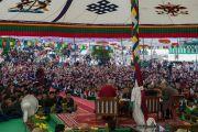 Ученики Тибетской детской деревни и местные жители на встрече с Его Святейшеством Далай-ламой и архиепископом Туту. Дхарамсала, Индия. 23 апреля 2015 г. Фото: Тензин Чойджор (офис ЕСДЛ)