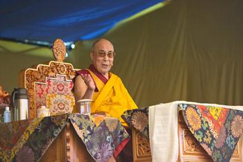 Далай-лама провел первую из двух вводных бесед о буддизме в «Тибетской детской деревне»