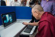 Его Святейшество Далай-лама запускает новый веб-сайт Himachalabhiabhi.com. Кангра, штат Химачал-Прадеш, Индия. 9 мая 2015 г. Фото: Тензин Чойджор (офис ЕСДЛ)