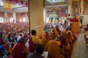 Первый день четырехдневных учений Его Святейшества Далай-ламы в тантрическом монастыре-университете Гьюто. Сидбхари, Химачал-Прадеш, Индия. 10 мая 2015 г. Фото: Тензин Чойджор (офис ЕСДЛ)