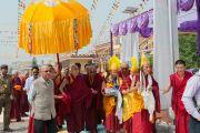 Его Святейшество Далай-ламу встречают в тантрическом монастыре-университете Гьюто. Сидбхари, Химачал-Прадеш, Индия. 10 мая 2015 г. Фото: Тензин Чойджор (офис ЕСДЛ)