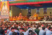 """Его Святейшество Далай-лама дарует посвящение Авалокитешвары в """"Тибетской детской деревне"""". Верхняя Дхарамсала, Индия. 29 мая 2015 г. Фото: Тензин Чойджор (офис ЕСДЛ)"""