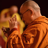 Первый день учений Далай-ламы в австралийском городке Леура