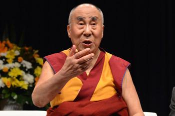Далай-лама завершил учения по «Драгоценной гирлянде» и прочел публичную лекцию