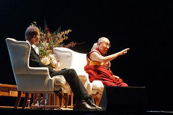 В Перте Далай-лама прочел публичную лекцию о мудрости даяния и принятия