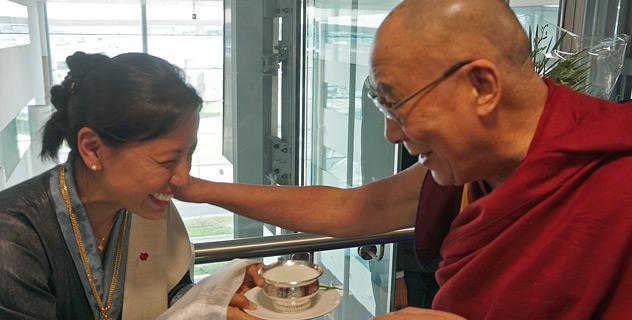 Далай-лама прибыл в Великобританию