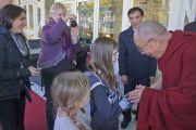 Его Святейшество Далай-лама общается со своими почитателями после встречи с китайцами. Катумба, штат Новый Южный Уэльс, Австралия. 7 июня 2015 г. Фото: Джереми Рассел (офис ЕСДЛ)