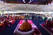 Во время подношения Его Святейшеству Далай-ламе молебна о долголетии. Катумба, штат Новый Южный Уэльс, Австралия. 7 июня 2015 г. Фото: Расти Стюарт