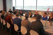 Его Святейшество Далай-лама встречается с членами группы по Тибету Австралийского парламента в сиднейском аэропорту. Сидней, Австралия. 10 июня 2015 г. Фото: Джереми Рассел (офис ЕСДЛ)