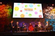 """Его Святейшество Далай-лама и другие докладчики конференции """"Счастье и его причины"""". Сидней, Австралия. 10 июня 2015 г. Фото: Расти Стюарт"""