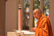 Его Святейшество Далай-лама обращается к собравшимся на межконфессиональный молебен в кафедральном соборе св. Стефана. Брисбен, Квинсленд, Австралия. 11 июня 2015 г. Фото: Расти Стюарт