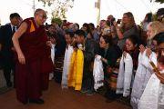 Его Святейшество Далай-ламу встречают в Улуру. Северные Территории, Австралия. 12 июня 2015 г. Фото: Расти Стюарт