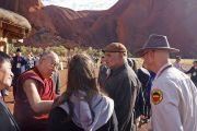 """Его Святейшество Далай-ламу встречают в национальном парке """"Улуру-Ката Тьюта"""". Улуру, Северная Территория, Австралия. 13 июня 2015 г. Фото: Расти Стюарт"""