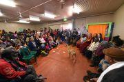 Его Святейшество Далай-лама на встрече с местными жителями Мутитджулу. Улуру, Северная Территория, Австралия. 13 июня 2015 г. Фото: Расти Стюарт