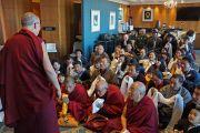 Его Святейшество Далай-лама беседует с тибетцами, живущими в Перте. Перт, Австралия. 15 июня 2015 г. Фото: Джереми Рассел (офис ЕСДЛ)
