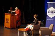 Его Святейшество Далай-лама на встрече со студентами университета Западной Австралии. Перт, Австралия. 15 июня 2015 г. Фото: Джереми Рассел (офис ЕСДЛ)