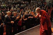 Его Святейшество Далай-лама прощается со студентами университета Западной Австралии. Перт, Австралия. 15 июня 2015 г. Фото: Джереми Рассел (офис ЕСДЛ)